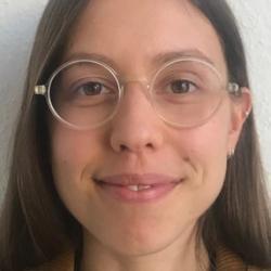 Ms Raphaella  Hull